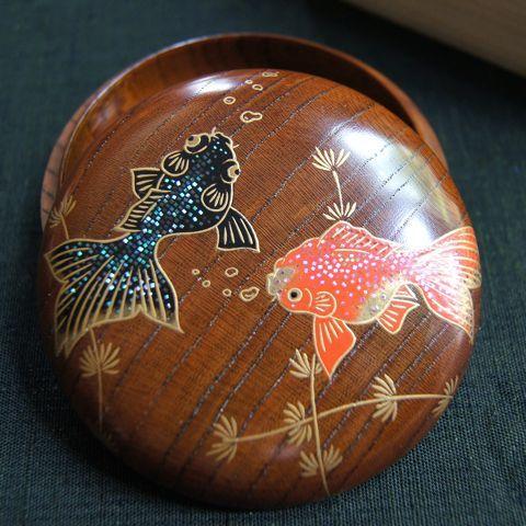 和雑貨翠は和の雑貨・工芸品を扱うセレクトショップです。手ぬぐいや布小物、切り絵、蒔絵、こぎん刺しなど、丁寧な手仕事から生まれる暮らしの和雑貨をお楽しみ下さい。