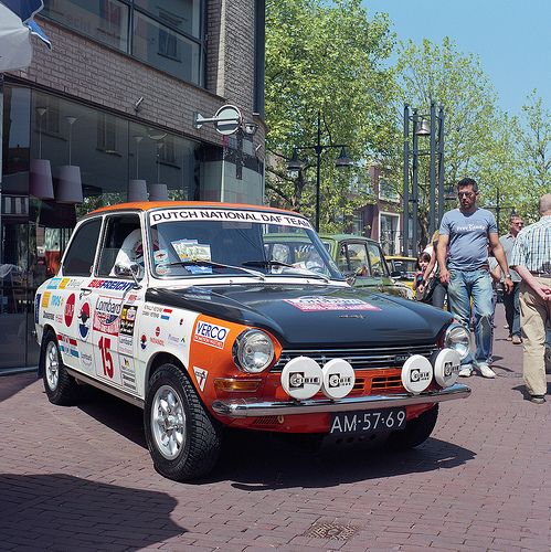 1968 London / Sydney a DAF 55 rally car similar to this , entered by the Dutch National team , and driven by Ralph Slotemaker , completed the rally , finishing in 17th place .