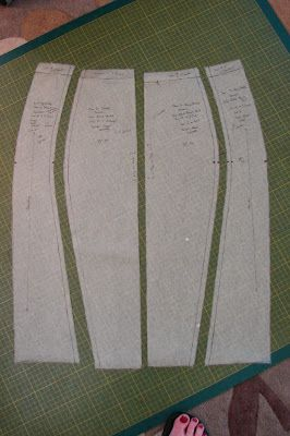 Curvy Color Block Ponte Knit Pencil Skirt pattern drafting. Love the style of this skirt, but that print is horrid. I would never put that in a center panel.