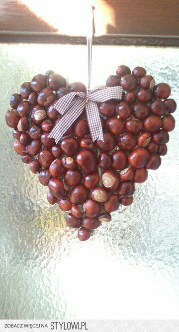 DIY Make a Heart Shape decoration filled with Chestnuts, Hazelnuts or Acorns......