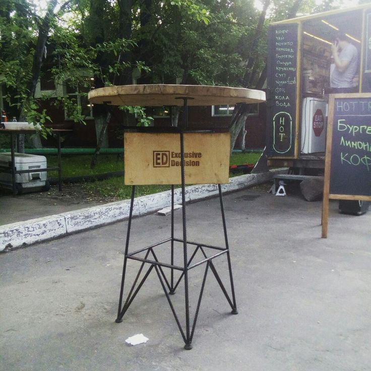 Уличный стол ЛЭП.