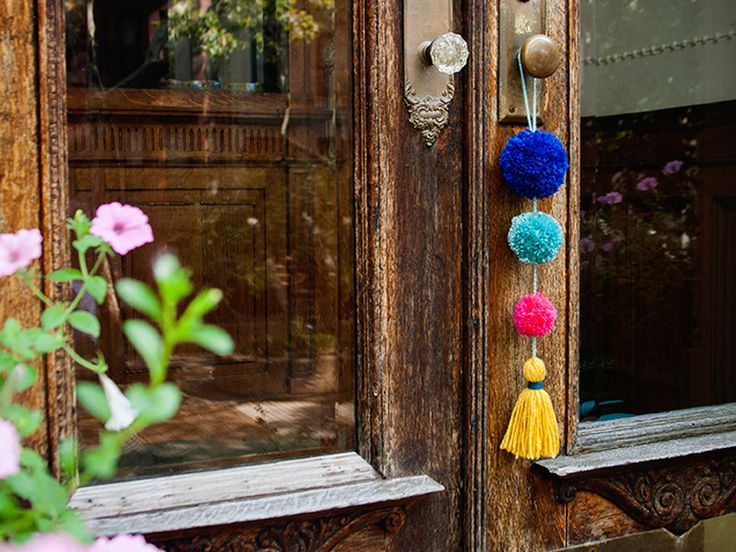 Click to enlarge image diy-pom-pom-doorknob-garland.jpg