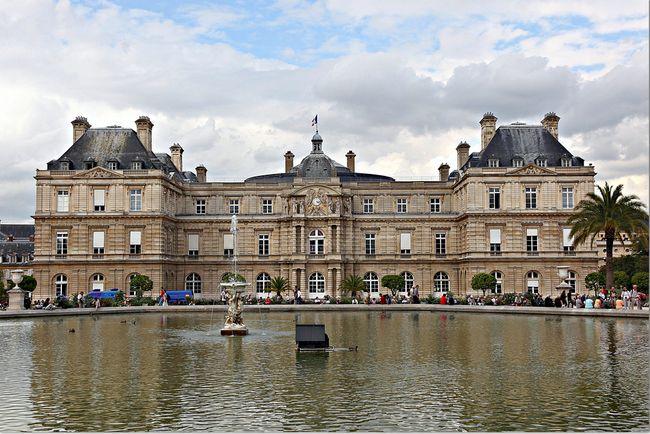Fachada Palacio De Luxemburgo En Paris Estilo Barroco