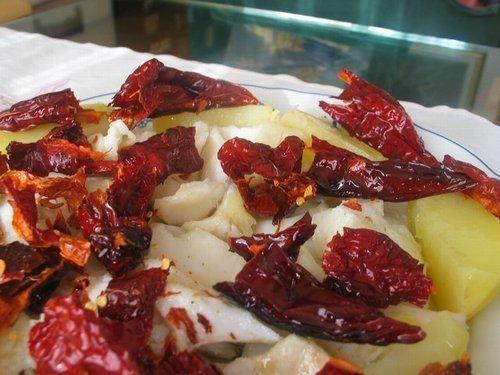 Il baccalà con i peperoni cruschi:  è una ricetta tradizionale della Basilicata, perfetta per essere preparata al tempo della vigilia o del pranzo di Natale.