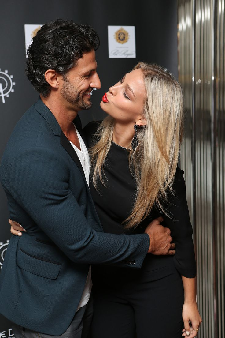 Anna Heinrich went in for a kiss with Tim Robards before they had a three-course meal on the Ferris wheel at Luna Park in Sydney.