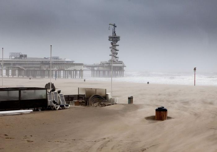 De Pier and the beach