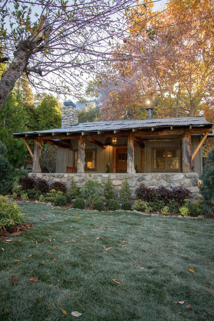 2321 best cabin in the woods images on pinterest log cabins absolutely adore the stone porch and rustic beams what a cozy little cabin