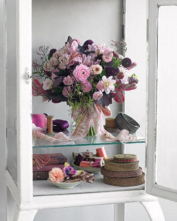 so fresh, delicate and gorgeous : Bouquets Galleries, Jasmine, Purple Wedding Bouquets, Grandmother Gardens, Romantic Life, Bouquets Collection, Gardens Romantic, Gardens Bouquets, Grandmothers Gardens