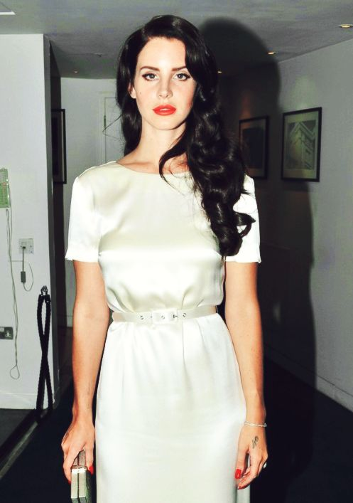 this ain't a shoulder with a chip or an ego - diamondsanddelrey: Lana Del Rey and Marina and...