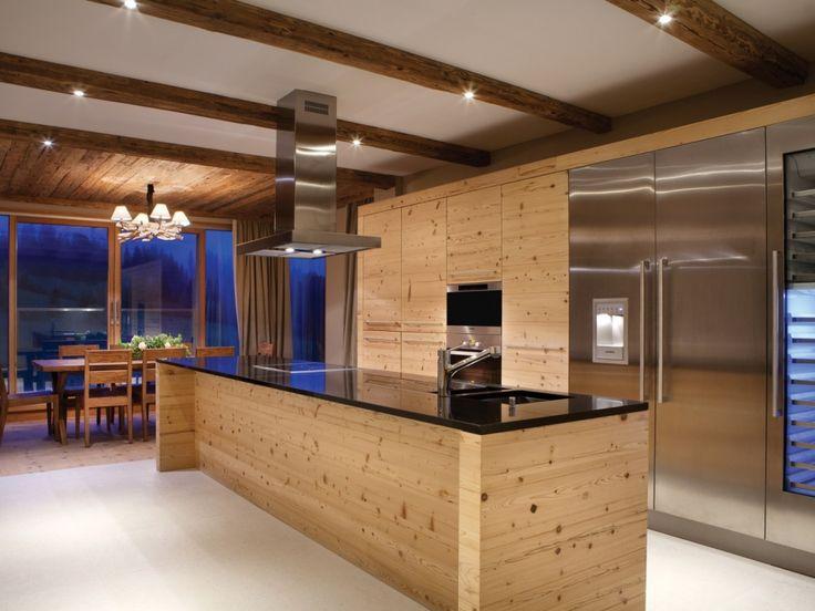 offene küche mit holz und edelstehl in edler penthouse wohnung im, Innenarchitektur ideen