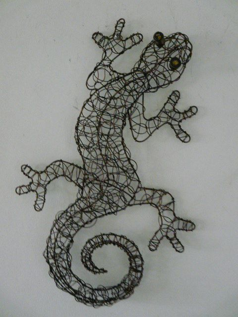 Contemporary Metal Wall Art Copper Coloured Wire Gecko