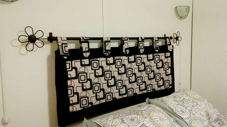 Respaldo de cama con fierro de cortina y acolchado