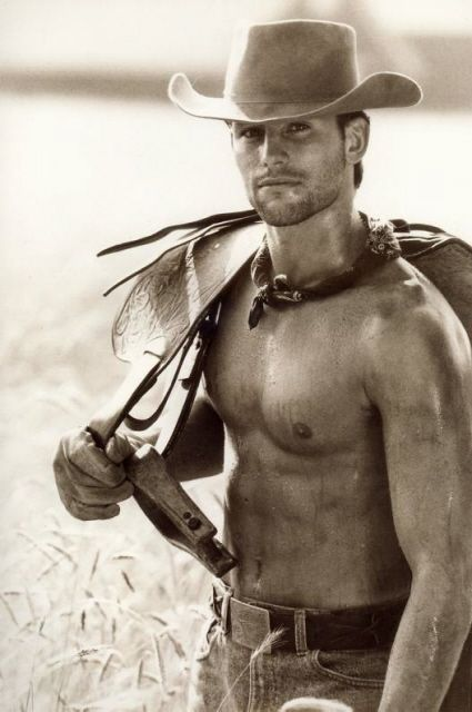 Pictures of #Cowboys carrying saddles is inviting a barrage of inappropriate innuendos.... #HunkDay