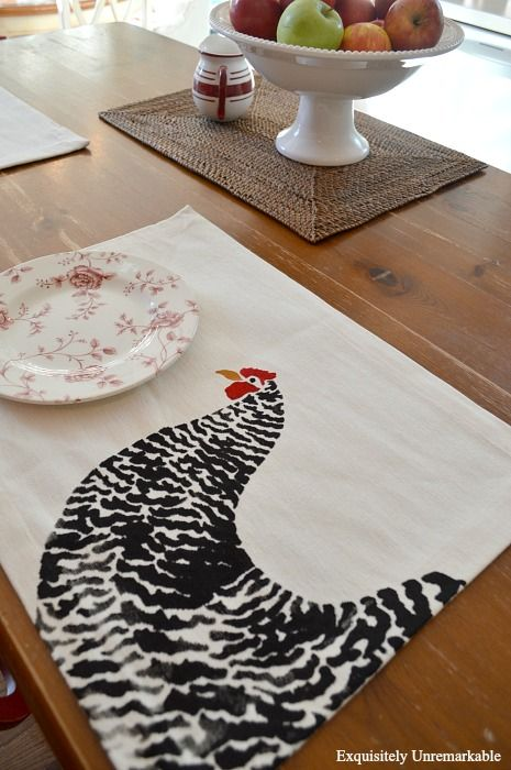 Learn how to stencil a placemat. Easy DIY, easy craft, kitchen chicken decor.