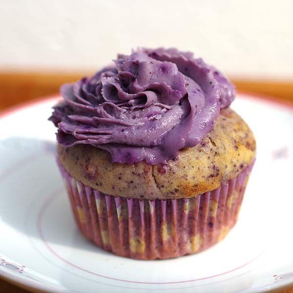 Zum Abschluss unserer Backwoche gibt es für euch noch ein Rezept für fruchtig-gesunde Heidelbeercupcakes. Natürlich haben wir auch eine vegane Version, probiert sie aus! http://www.good-smoothie.de/blog/
