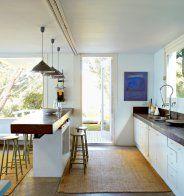 Une cuisine moderne en béton tout en longueur - Marie Claire Maison