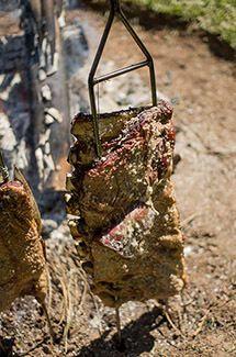 Costela de chão, tradição gaúcha que conquistou o Brasil por Academia da carne Friboi