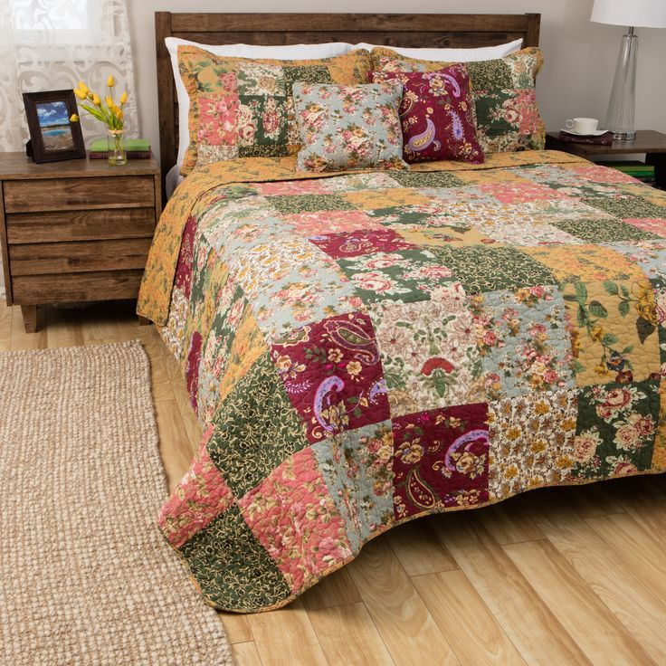 go for a timeless feel with this patchwork kingsize quilt set its delightful