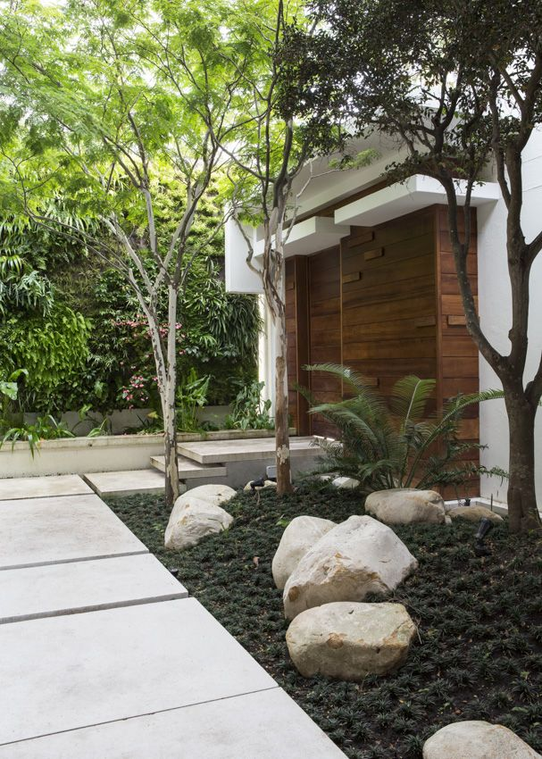 entrance courtyard takes you away from the busyness of the street and into the calm serenity of the house