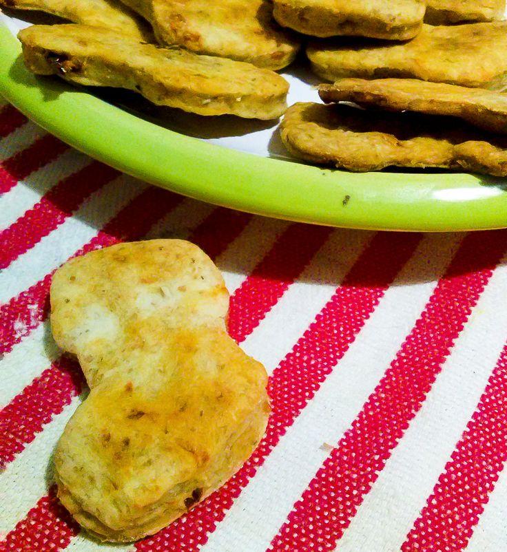 #biscottini salati o #cracker a forma di #calza della #Befana realizzata con #ritagli di #brisée avanzata  #nospreco #risparmio #economia #natale #epifania http://www.kitchengirl.it/il-frigo-racconta/biscottini-salati-con-la-brisee-avanzata/