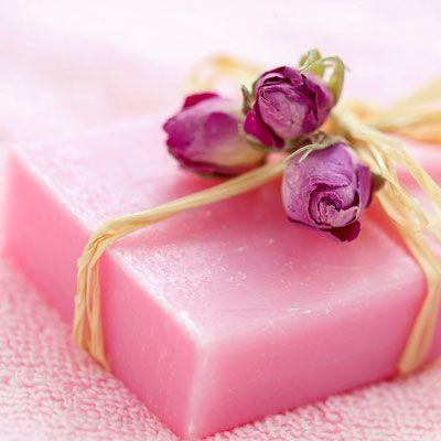 DIY-Kosmetik-Rezept für Seife mit Rosenduft aus nur 3 Zutaten