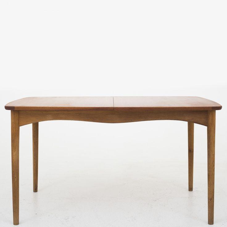 Spisebord i teak og eg