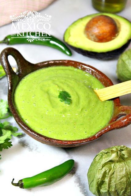 Creamy avocado salsa, this is teh perfect salsa for Carnitas tacos or Al Pastor Tacos. Salsa de aguacate cremosa
