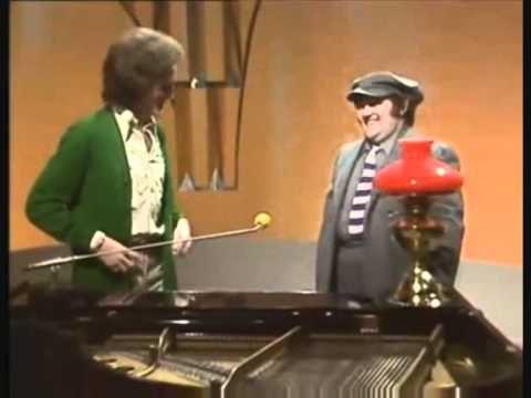 Gilbert O`Sullivan with Les Dawson - Christmas 1974