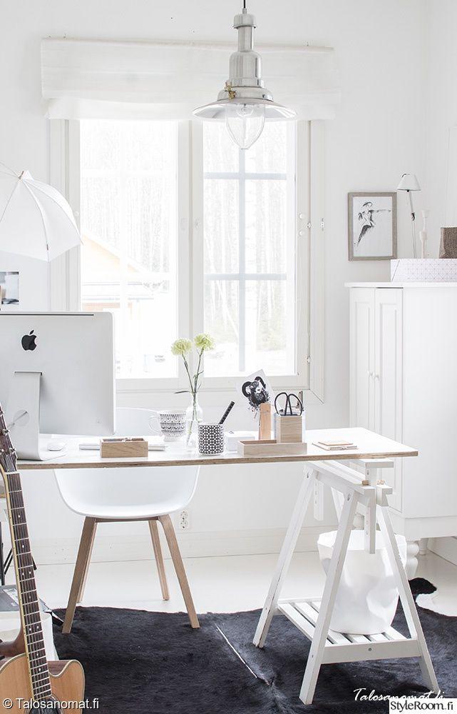 Työpisteen voi tehdä myös itse ja purkaa tilanteen niin vaatiessa. Täällä asuu: Jenni_Talosanomat #styleroom #inspiroivakoti #tyohuone #diy