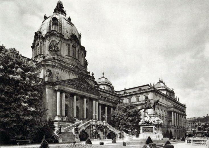 View of the dome and the terrace with Prince Eugene's monument (1926)