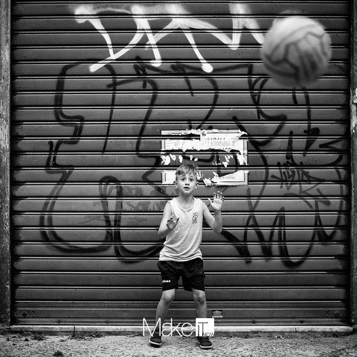 MakeItNow Naples #makeitnow #napoli #naples #problemsolving #italy #travel #igersnapoli #igerscampania #quartierispagnoli #culture #folklore #colours #citylife #tradition #art #artigianato #children #streetart #murales #blackandwhite