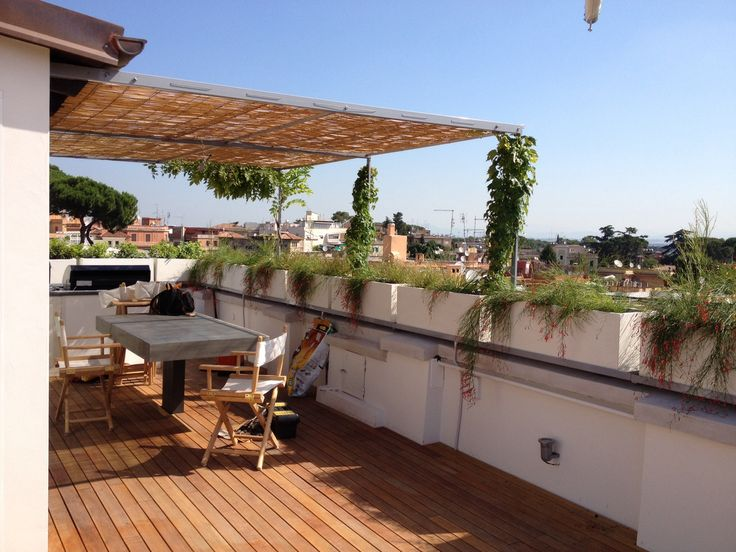 Terrazza romana barca e tavolo