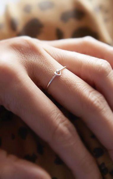 Tiny Knot Ring ♥