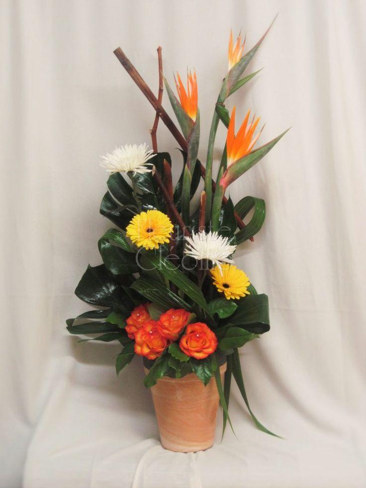 Corbeille de fleurs exotiques