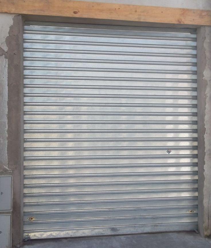 Porta de Enrolar, esta porta é leve e fácil de usar, com os devidos cuidados a porta de aço permanece com a manutenção mínima por anos. Peça o seu Orçament