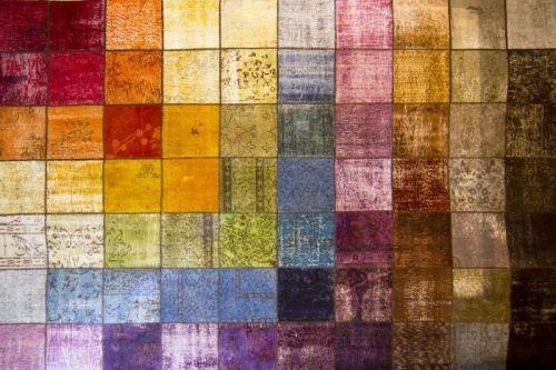 Alfombra Patchword multicolor de Arquinter. Para dar color a tu espacio. 298x205cms