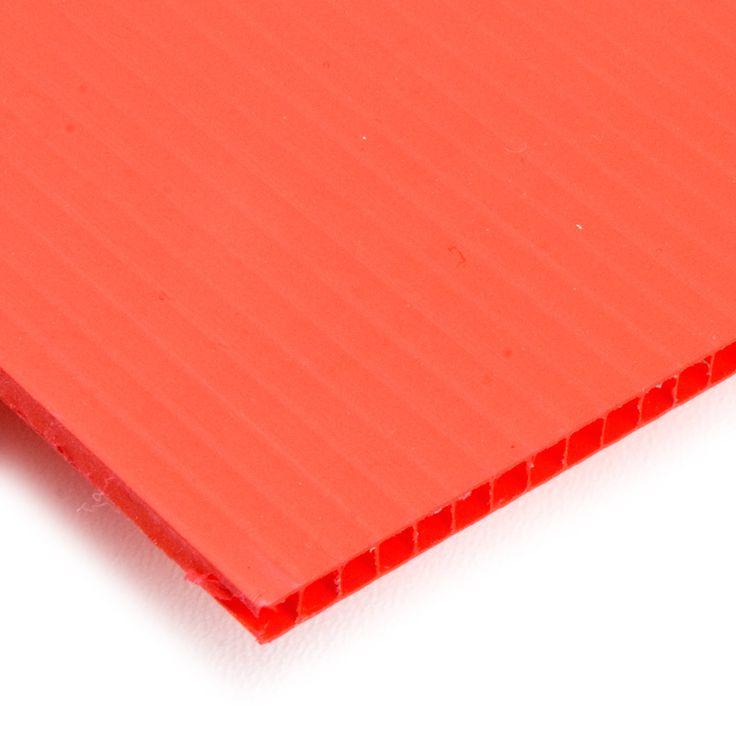 POLIPROPILENO CELULAR - Las planchas de polipropileno celular son extraordinariamente ligeras y fáciles de manipular. Las encontrarás en muchos colores y son idóneas para crear rótulos, lámparas, embalajes y separadores. Es un plástico semirrígido.