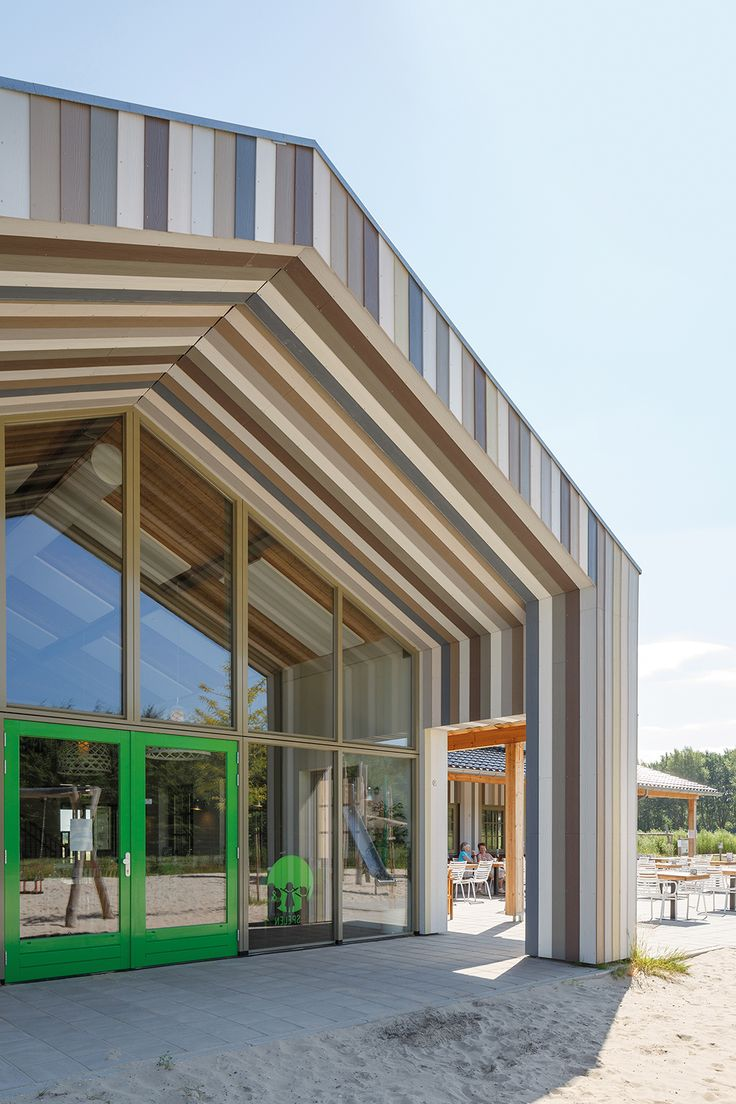 School in NL with colourful Cedral façade
