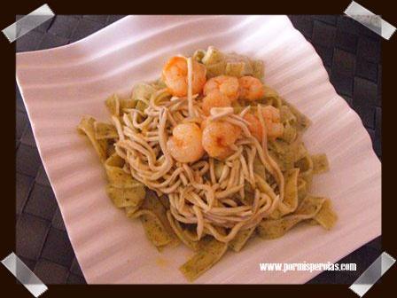 Pasta al ajo de oso con gambas y gulas al ajillo  Una exquisitez con un toque diferente.  #recetas #pasta #ajodeoso #d