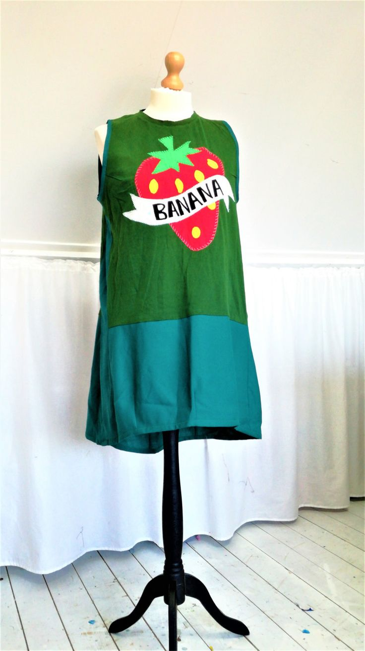 Strawberry Dress, Green dress, Womens Dress, Green Tunic, Short Dress, Banana Clothes, Strawberry Clothes, Upcycled Tunic, Upcycled Dress by MevrouwHartman on Etsy https://www.etsy.com/shop/MevrouwHartman http://www.mevrouwhartman.nl/