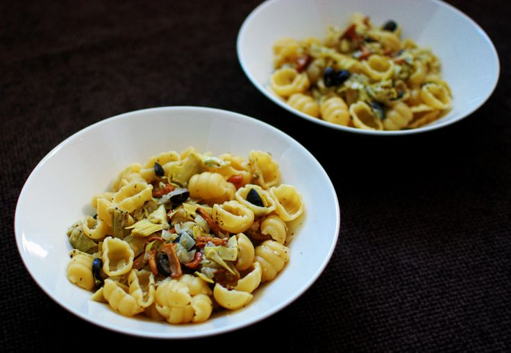 Vegan pasta with artichokes and chanterelles | A House of Lemons