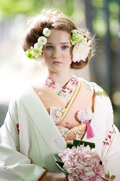 What a pretty picture. Makes me sad I can't get married in Japan.