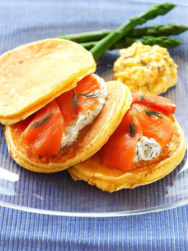【ELLE a table】リコッタチーズのパンケーキ スモークサーモンサンドレシピ|エル・オンライン