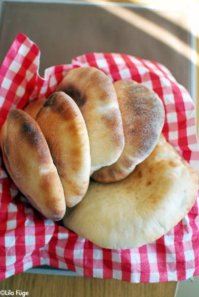 Lila Füge esszenciális hozzávalója a tökéletes gyros elkészítéshez. Ez a pita.