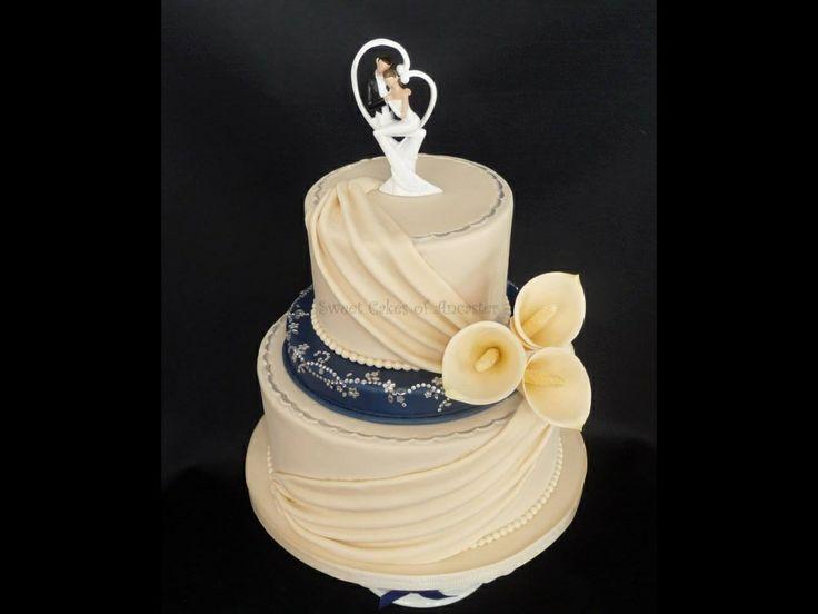 Ivory & navy wedding cake