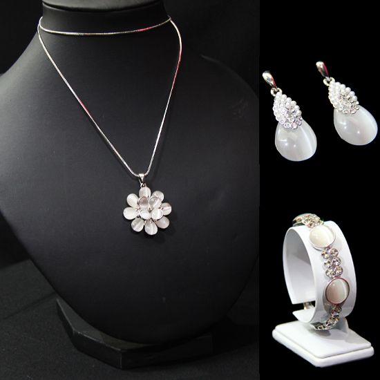 Cat Eyes Set White | Cat Eyes Set: Earrings, Bracelett, and Necklace (Can buy separately) | Harga > Earrings: Rp 200.000 |Bracelett: Rp 350.000 | Necklace: Rp 350.000