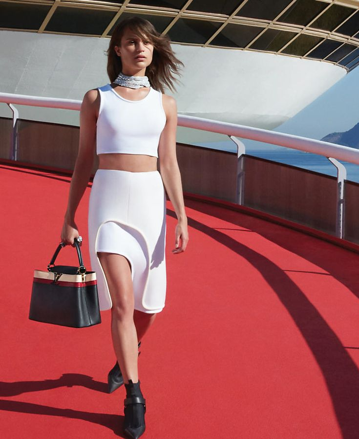 louis-vuitton-cruise-2017-campaign-alicia-vikander-by-patrick-demarchelier-2