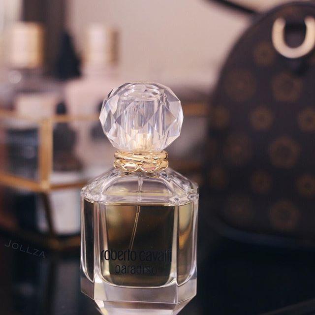 مساءكم انتعاش اليوم باحكي لكم عن عطر صباحي منعش من مجموعة عطوري اليوميه هو عطر برادايسو من روبيرتو كفالي العطر من عطور الحمض Perfume Perfume Bottles Bottle