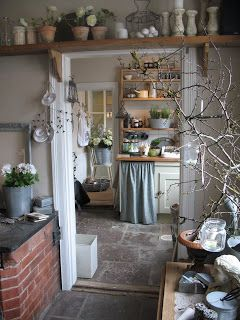Love the shelving right up to the roof, great idea for kitchen