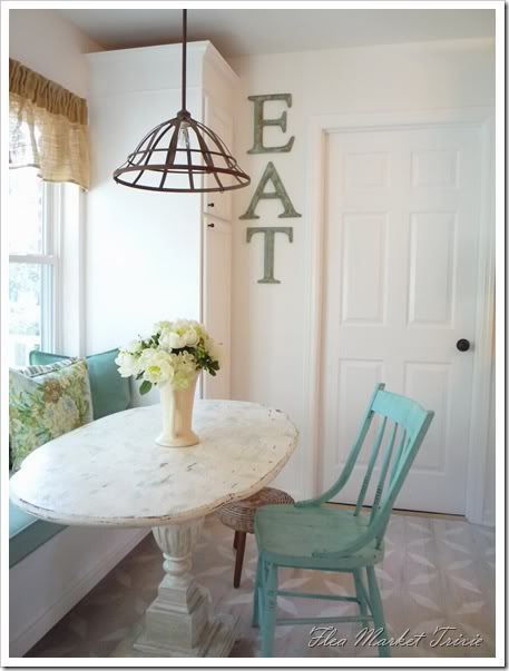 Adorable!: Window Benches, Lights Fixtures, Breakfast Nooks, Color, Kitchens Tables, Eating Signs, Kitchens Nooks, Fleas Marketing, Window Seats